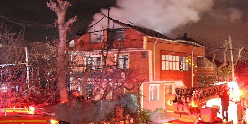 Baba yangında yaralandı, oğlu balkondan atladı