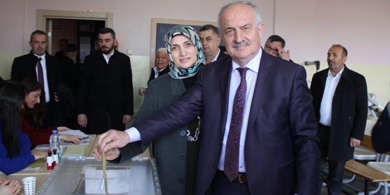 Zeki Aygün, oyunu eşiyle birlikte kullandı