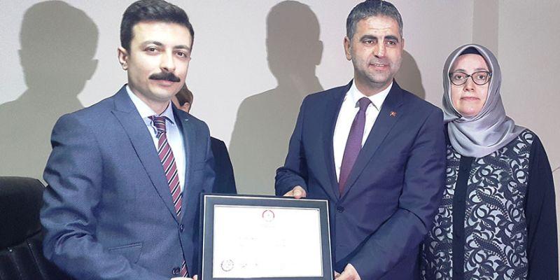 Kandıra Belediye Başkanı Turan mazbatasını aldı