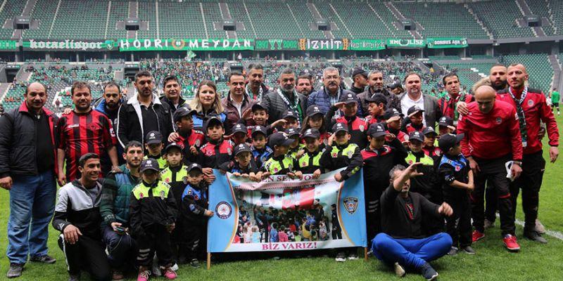 Emniyet roman çocuklarını Kocaelispor maçına götürdü