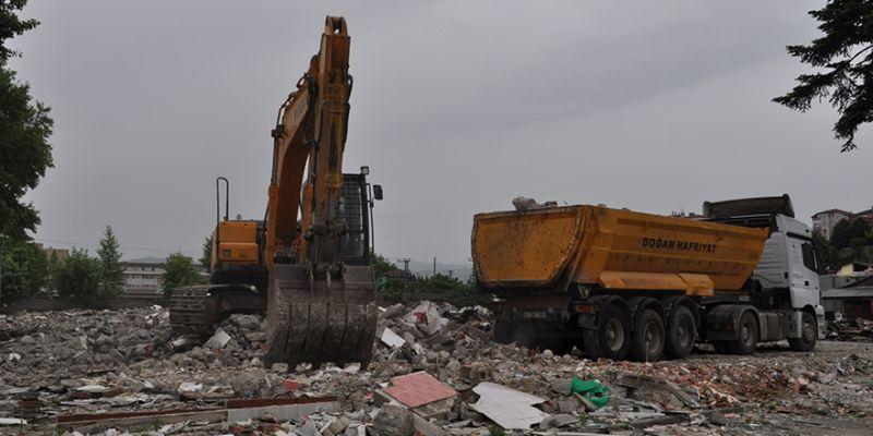 Gölcük'te eski sanayi sitesi yıkılıyor
