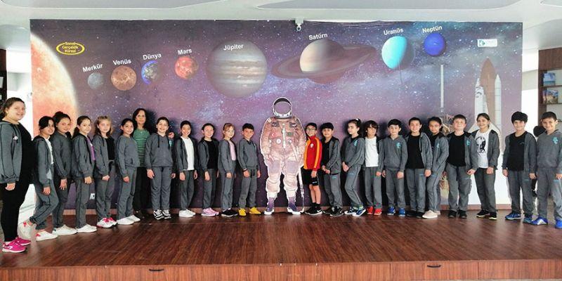 Öğrenciler, uzayın derinliklerine yolculuk yaptı