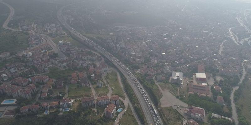 TEM Otoyolu'nda bayram trafiği ulaşımı felç etti