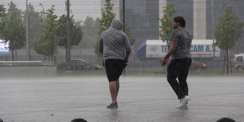 Kocaeli şiddetli yağışa teslim oldu