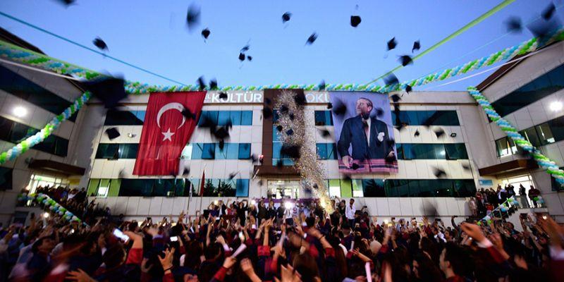 Kültür Okulları'ndan görkemli mezuniyet