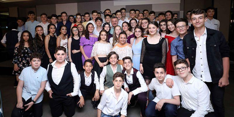 Başkan Büyükakın'dan mezun olan öğrencilere sürpriz