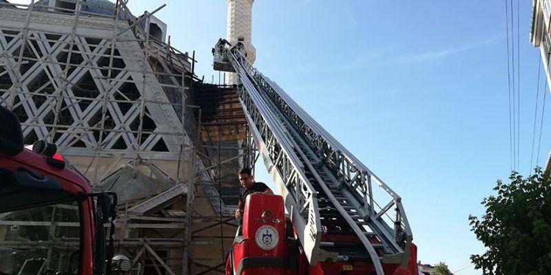 Cami inşaatında yangın paniği