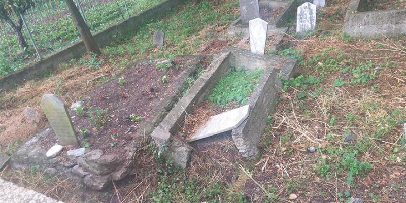 Çepni Mahallesi'ndeki mezarlık kötü durumda