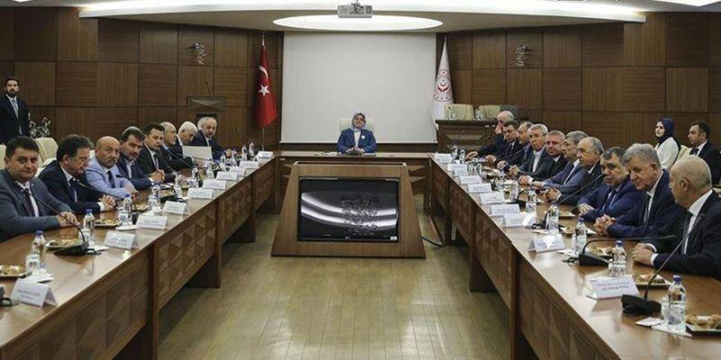 Türk-İş zam talebini Bakan Selçuk'a iletti