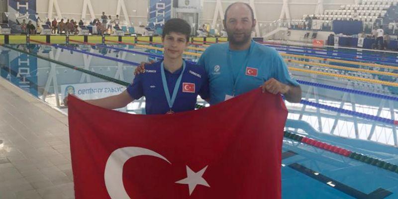 İzmitli yüzücüler Avrupa'da esiyor
