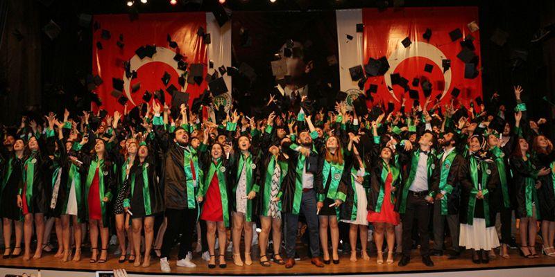 620 genç iletişimci mezun oldu