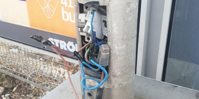 Elektrik kabloları dışarda