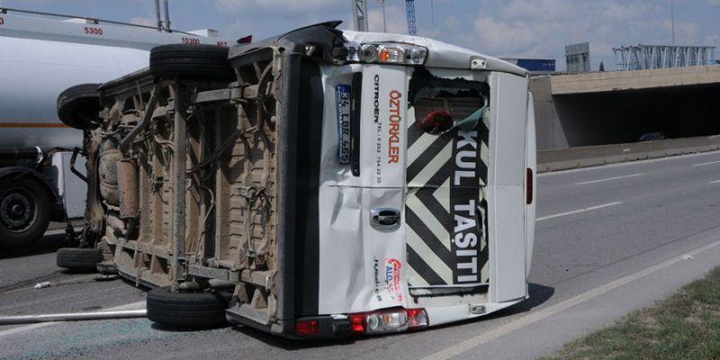 Servis minibüsü devrildi: 1 yaralı