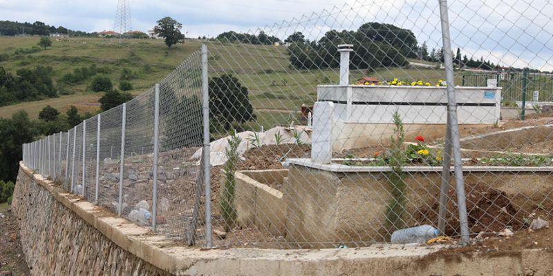 Sonunda önlem alındı, mezarlığın çevresi çitle çevrildi