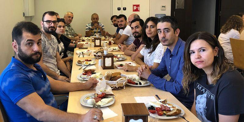 Özgür Kocaeli ailesi kahvaltıda buluştu