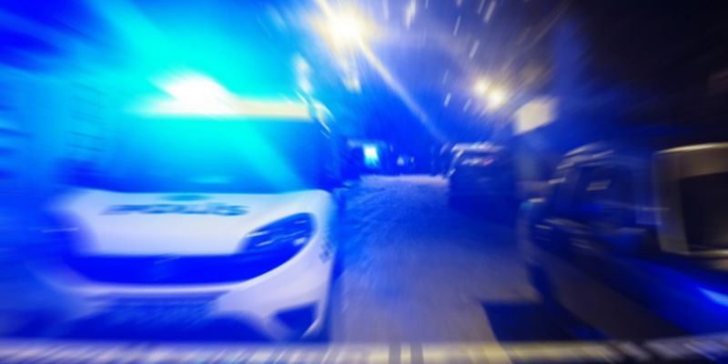 Ehliyetsiz sürücü, trafikte polisle köşe kapmaca oynadı
