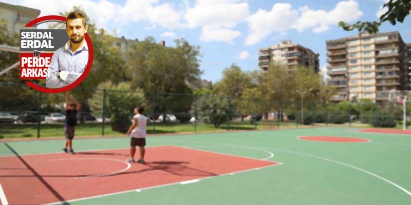 Basket oynayan gençler mahalleyi rahatsız ediyor