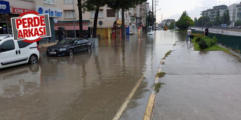 Her yağmurun ardından bu caddeyi su basıyor