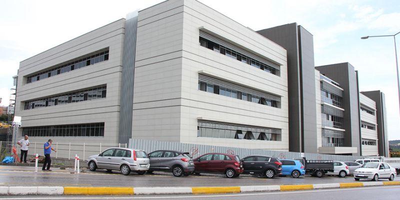 Günde 4 bin hastaya bakacak! KOÜ Poliklinik binası tamamlandı