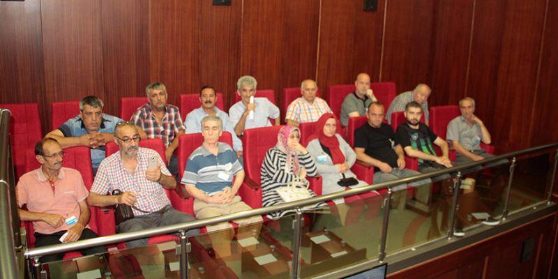 Afet mağdurları İzmit Belediye Meclisi'nde