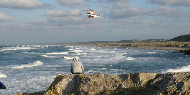 Denizde kaybolan Emirhan'ı helikopter de bulamadı