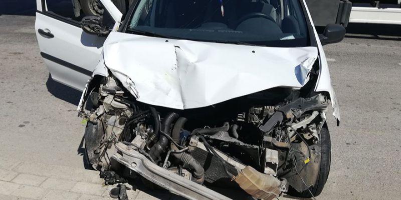 Freni patlayan otomobil 3 araca çarptı