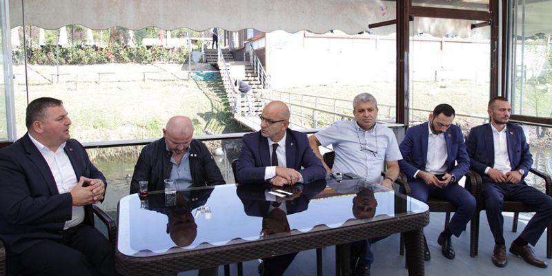 MHP Kartepe'de muhtarları dinledi