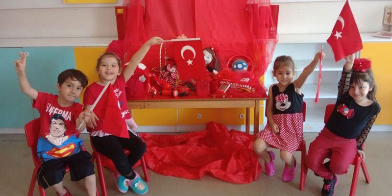 Turgut Özal minikleri kırmızıya büründü