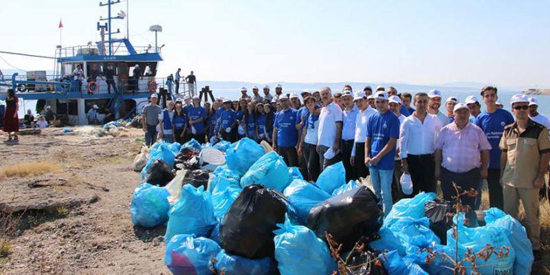 Kefken Adası'ndan tonlarca çöp çıktı!