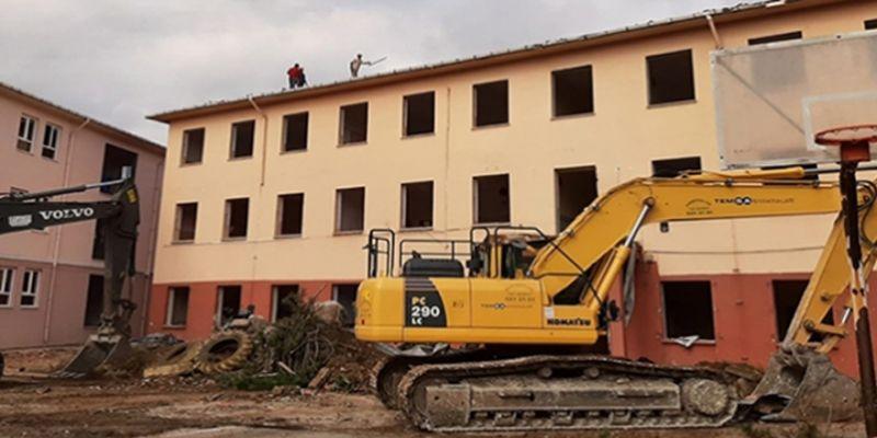 O okul nihayet yıkılıyor