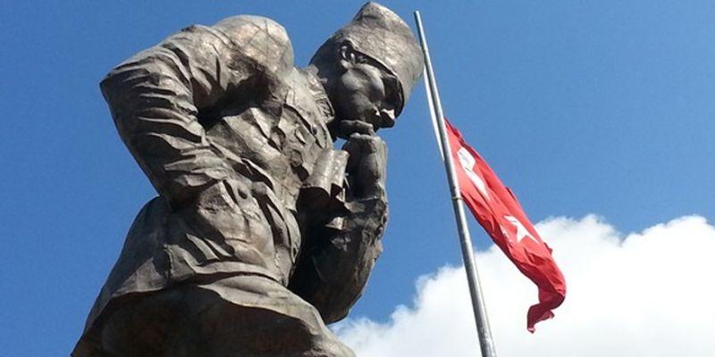 O meydana Atatürk heykeli inşa edilecek