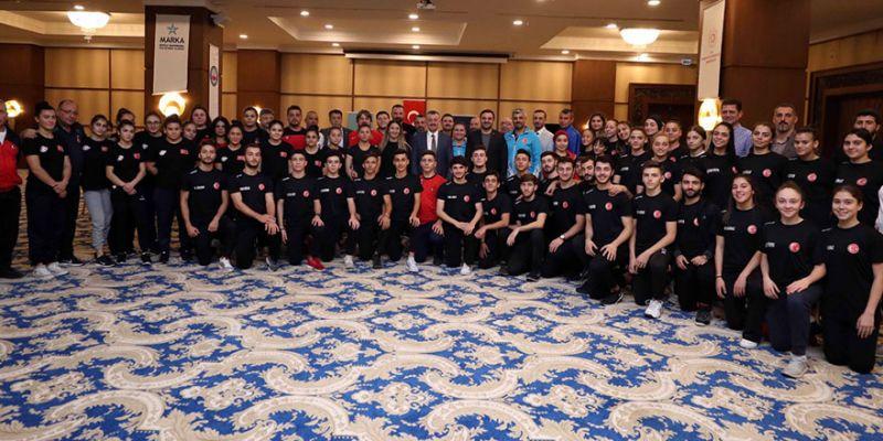 Başkan Tahir Büyükakın'dan Milli Takım kamplarına ziyaret