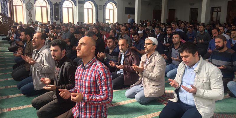 Mehmetçik için 15 bin Fetih Suresi