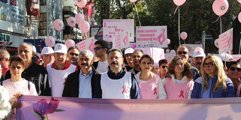 Meme kanserine farkındalık için yürüdüler