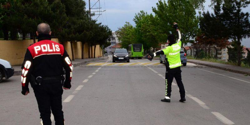 Polis ekipleri okul çevrelerinde kuş uçurmuyor