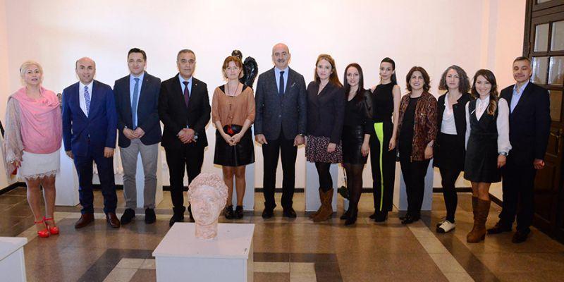 Tarihi Gar'da 'Roma'dan Günümüze' heykel sergisi
