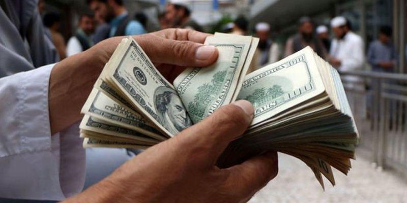 """Dolar """"resesyon"""" endişeleriyle geriledi"""