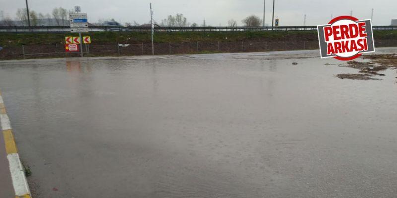 Biriken yağmur suyu halkı mağdur ediyor