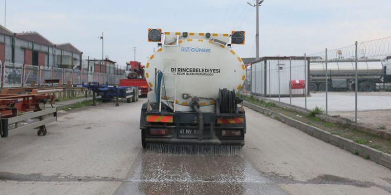 Sanayi sitesi deterjanla yıkanıyor