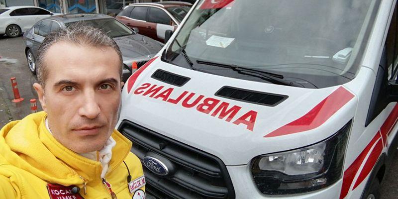 Ambulans şoförünün duygulandıran tedbiri! Çocuklarıyla kapıdan görüşüyor