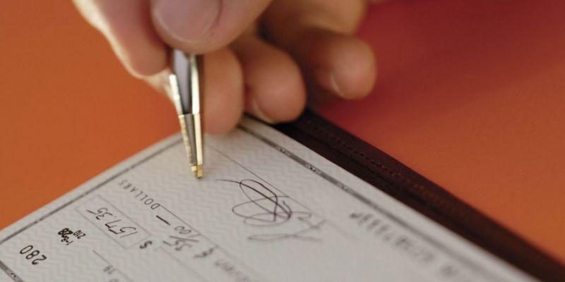 Parasını almaya gitti, darpla senet imzalattılar