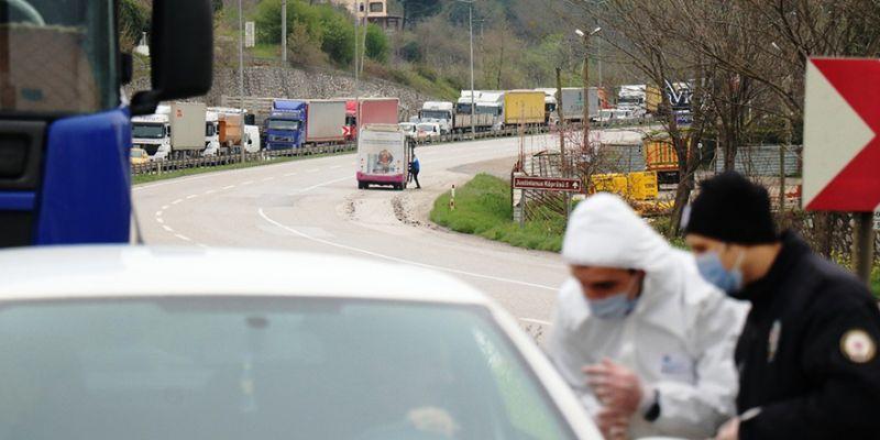 Kocaeli sınırında belgesiz araçlar geri çevrildi