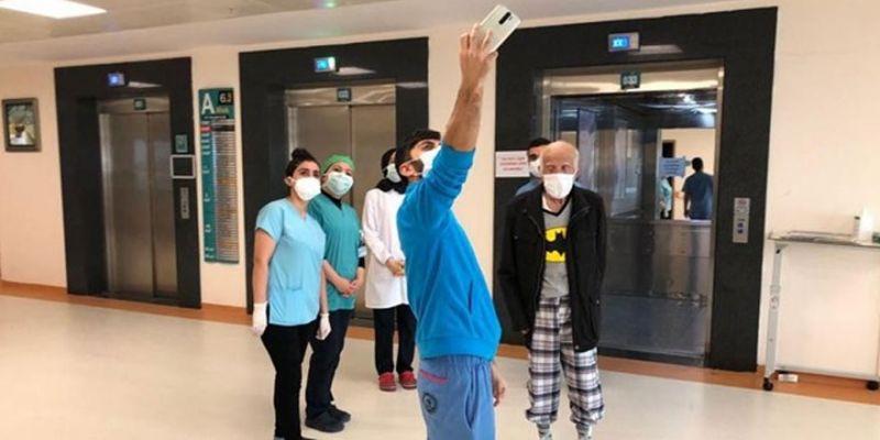 90 yaşındaki alzheimer hastası corona virüsü yendi
