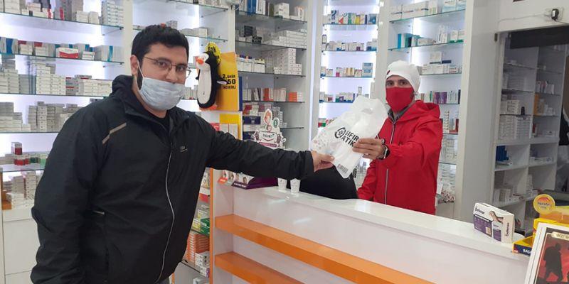 Kocaeli'deki eczanelerde ücretsiz maske dağıtımı başladı