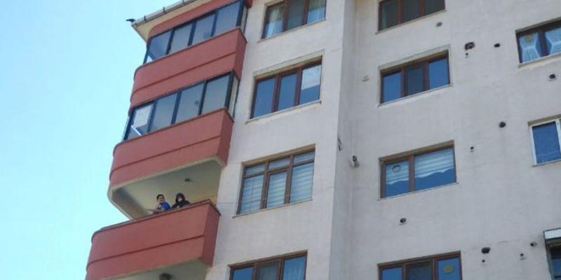 4 ayrı dairede korona çıktı, apartman karantinaya alındı