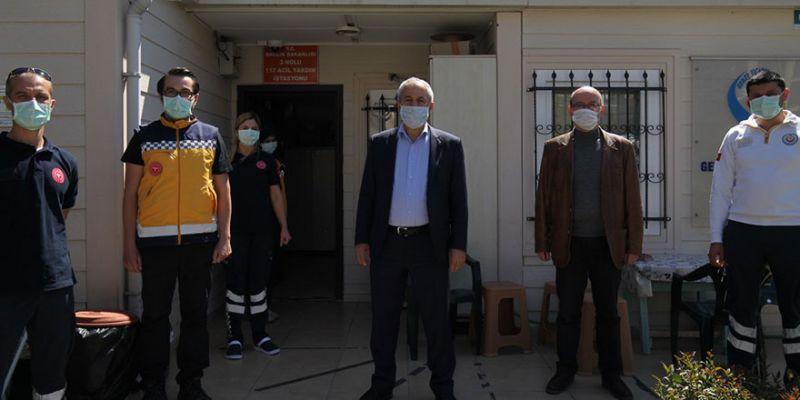 Büyükgöz, sağlık çalışanlarının yanında