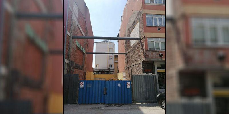 Lastik-İş binası tamamen yıkıldı
