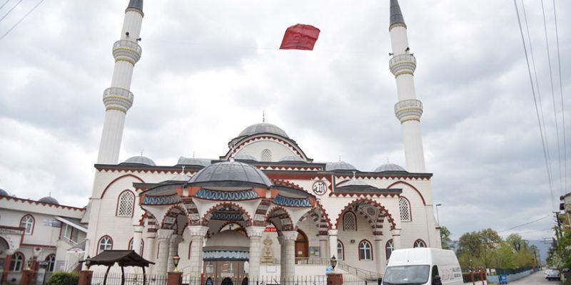 Kartepe'de minareler ay yıldızla donatıldı