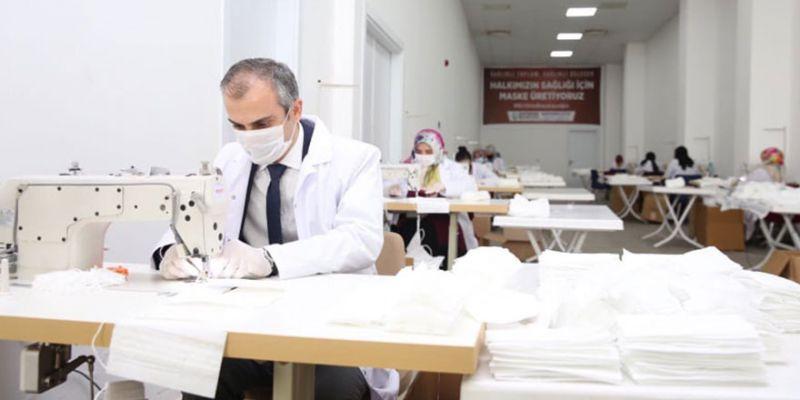 Çayırova'da belediye günde 15 bin maske üretiyor