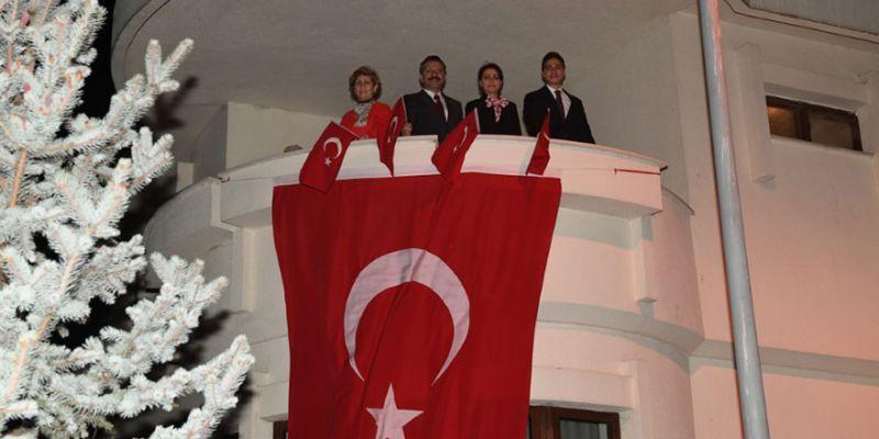 Aksoy ailesi 23 Nisan coşkusuna ortak oldu